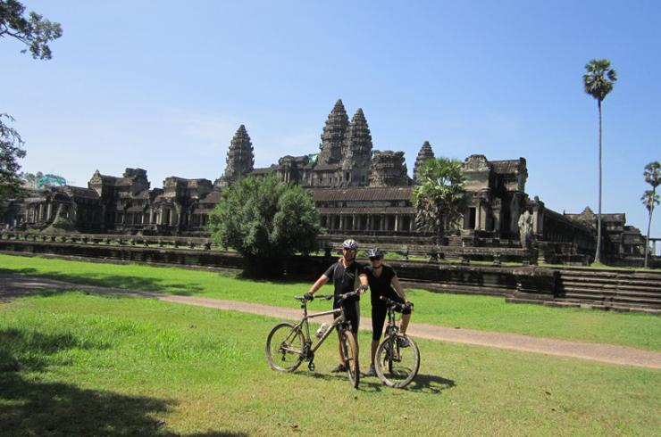 BIKING TO ANGKOR